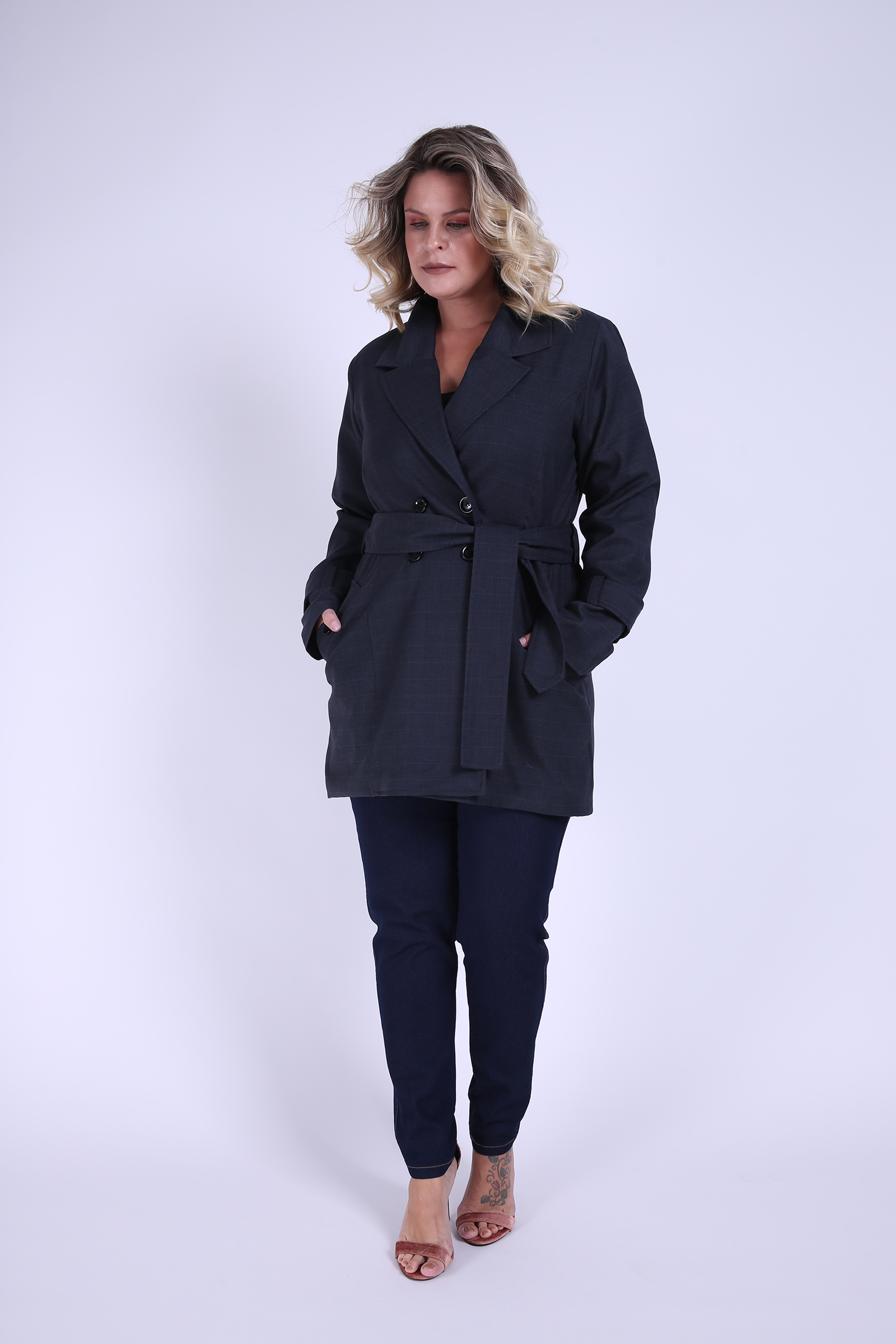Use o trench Coat kauê Plus Size